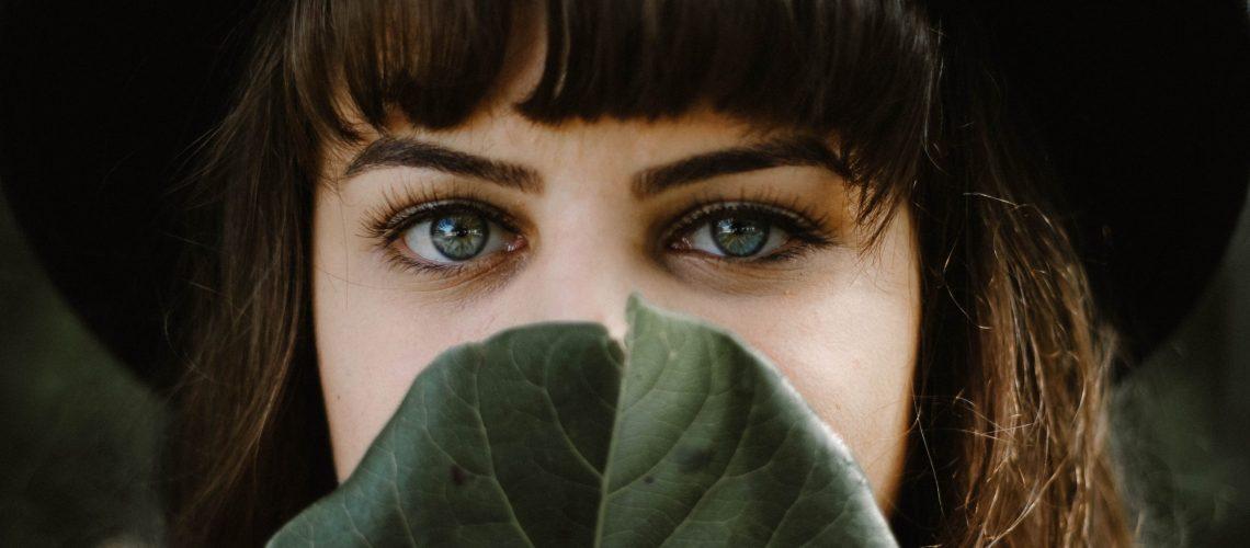 Eye_behind_leave